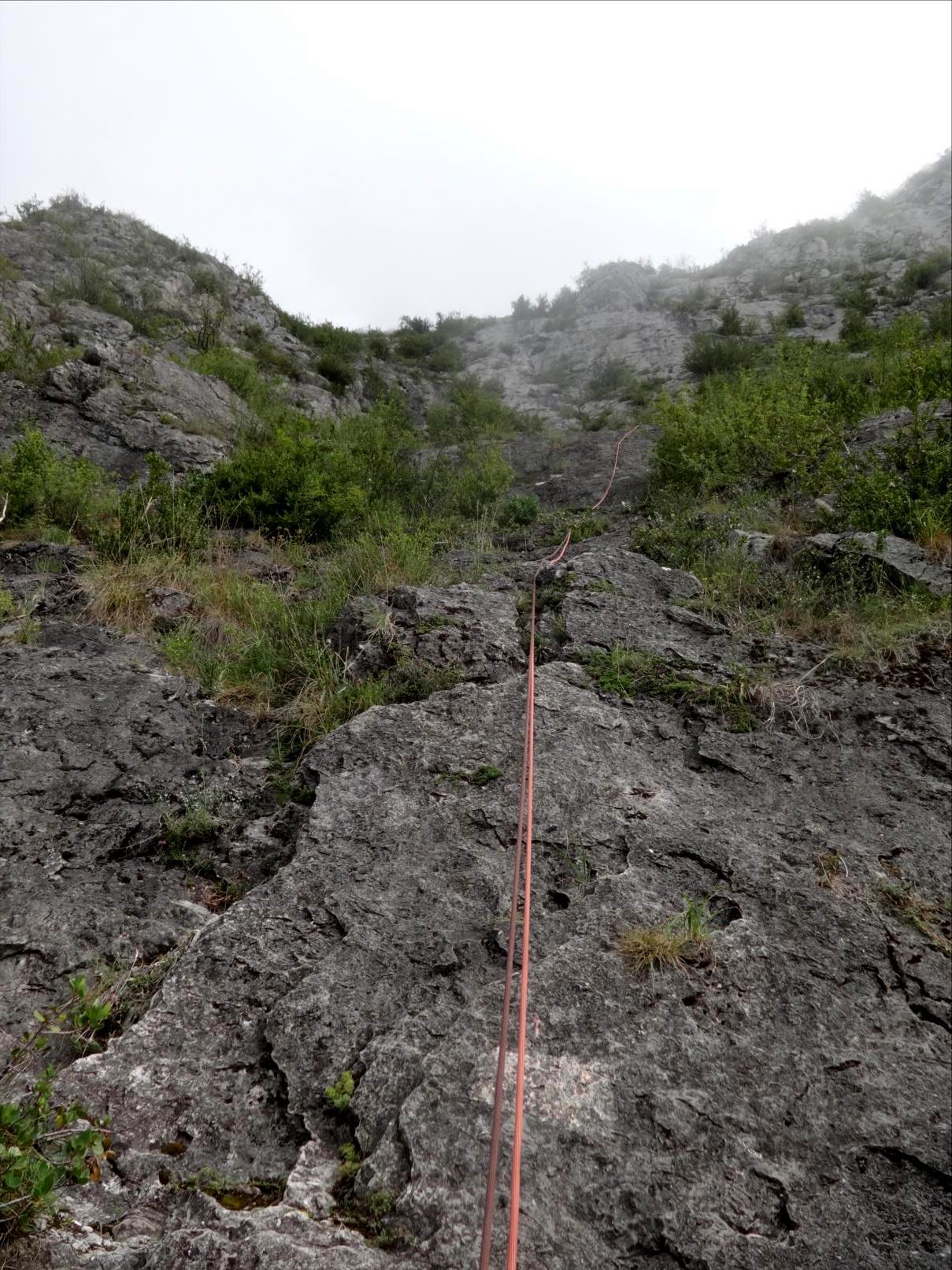 Roc de Calamès, voie `Prélude`, attaque, Ariège