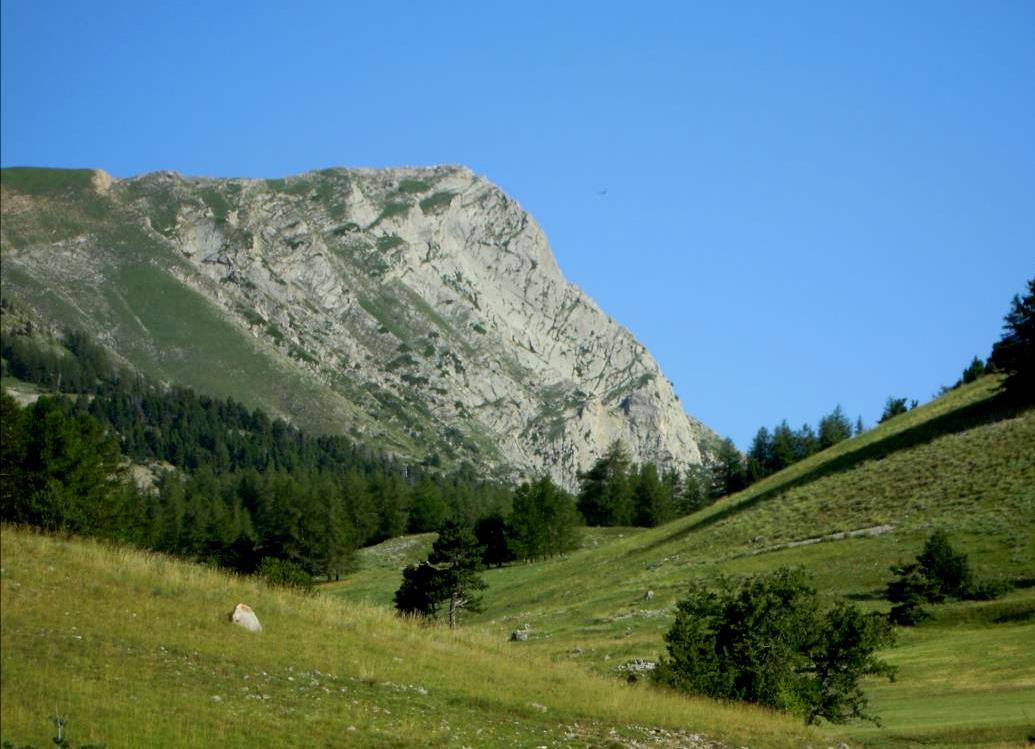 Dévoluy, Pic de l`Aiguille près du Pic de Gleize