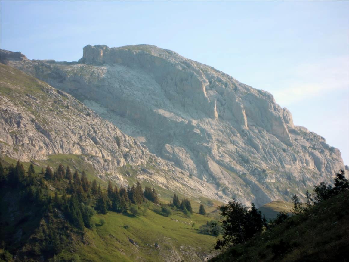 Pointes du Midi, voie `Les Demoiselles du Grand Beau`, Aravis