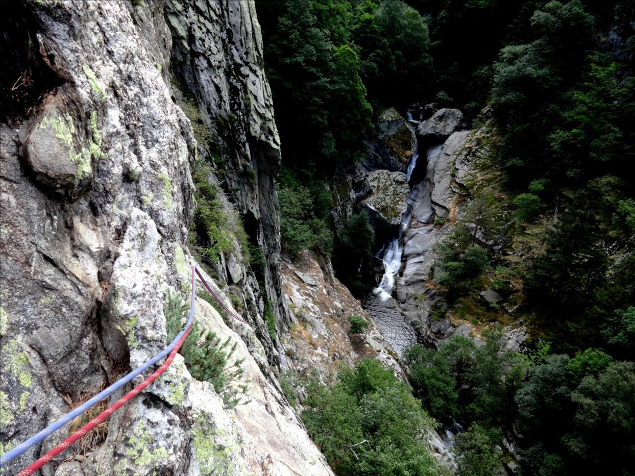 Roc de Mariailles, Voie des secouristes, longueur L1, Pyrénées Orientales