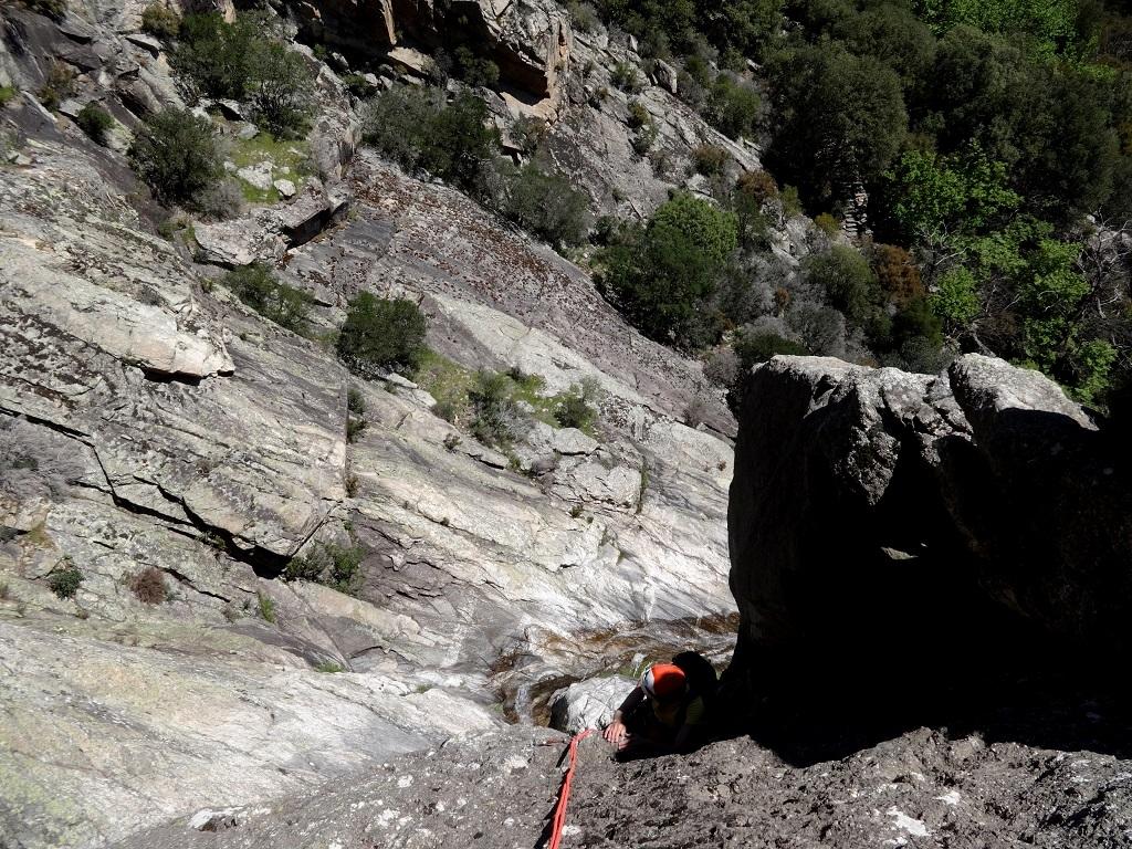 Rocher de la cascade, voie `Athlète de Braque`, longueur L2, Caroux