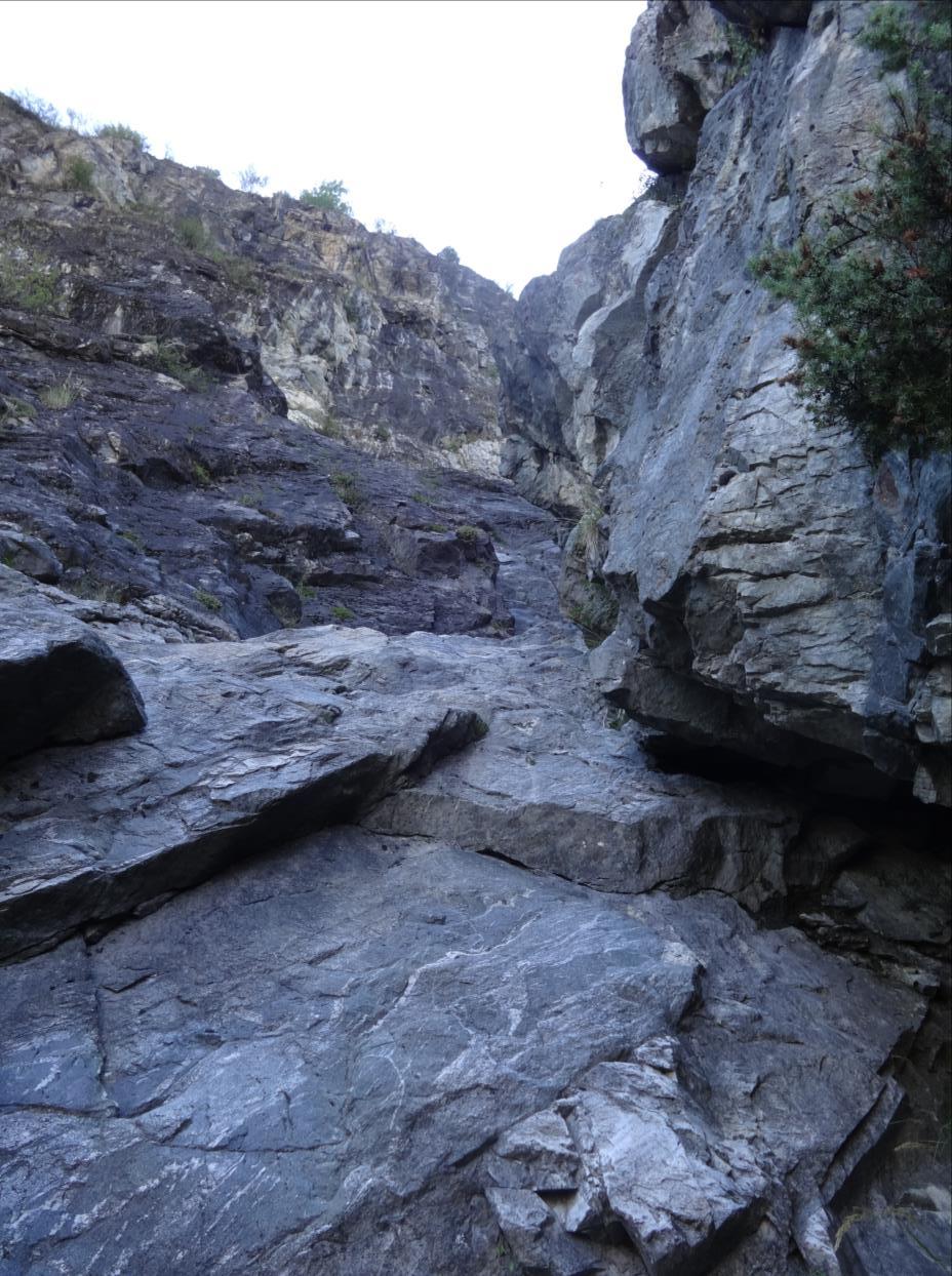 Rochers d`Armentier, voie du S, longueur L1, Oisans
