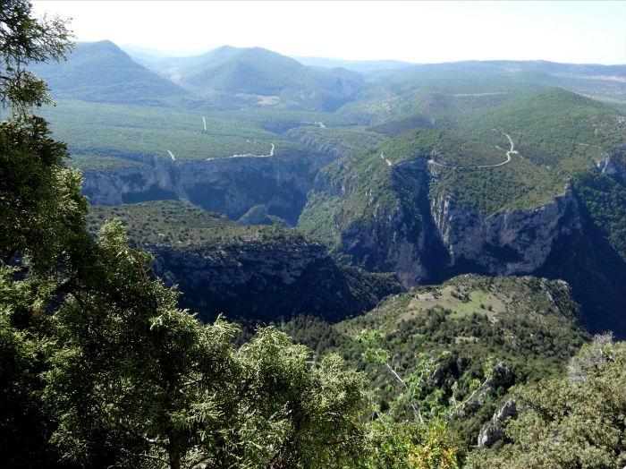 Verdon, Malines, voie `Lou des garrigues`, vue sur le canyon